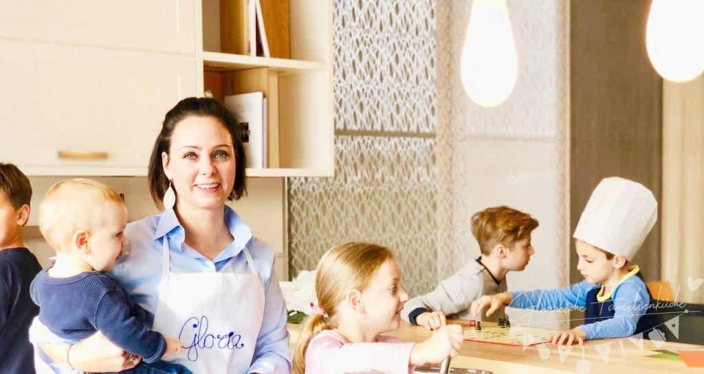 die glorreiche familienküche mit kleinen Helferlein - glorreiche familienküche