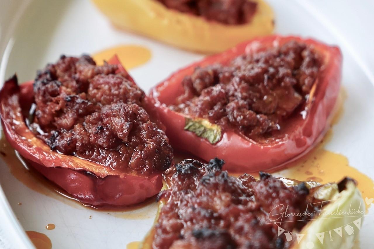 Gefüllte Paprika mediterraner Art Gericht Glorreiche Familienküche