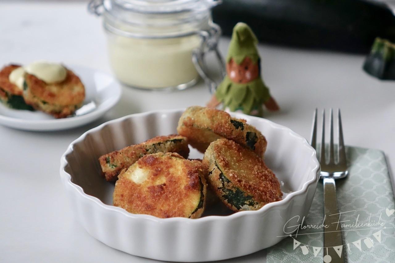 Panierte Zucchini mit Curry-Dip Gericht Glorreiche Familienküche