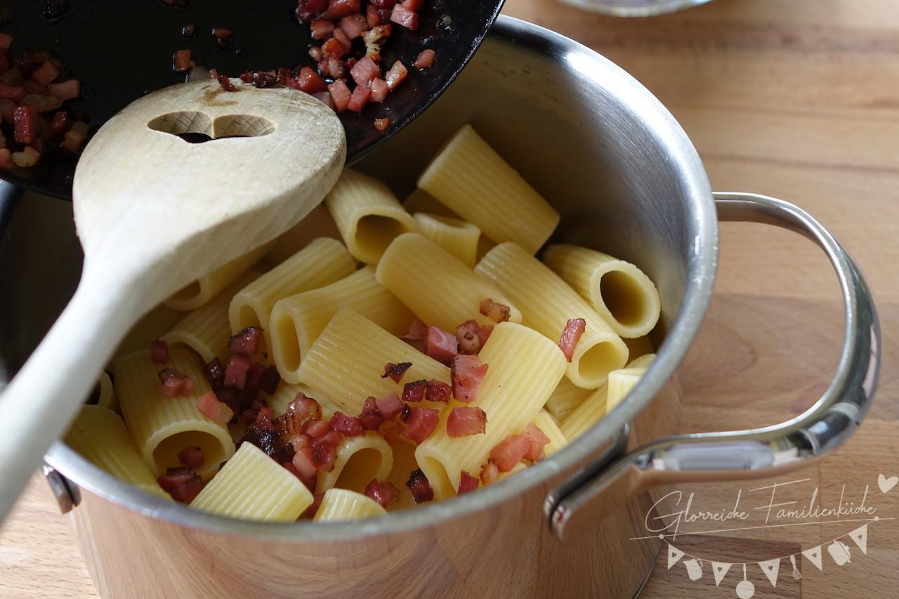 Pasta mit Ricotta und Speck Zubereitung Schritt 2 Glorreiche Familienküche