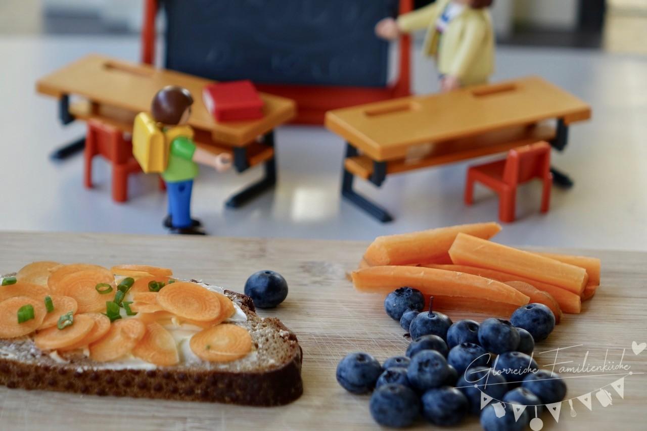 Jause Butterbrot mit Karotten und Heidelbeeren Glorreiche Familienküche