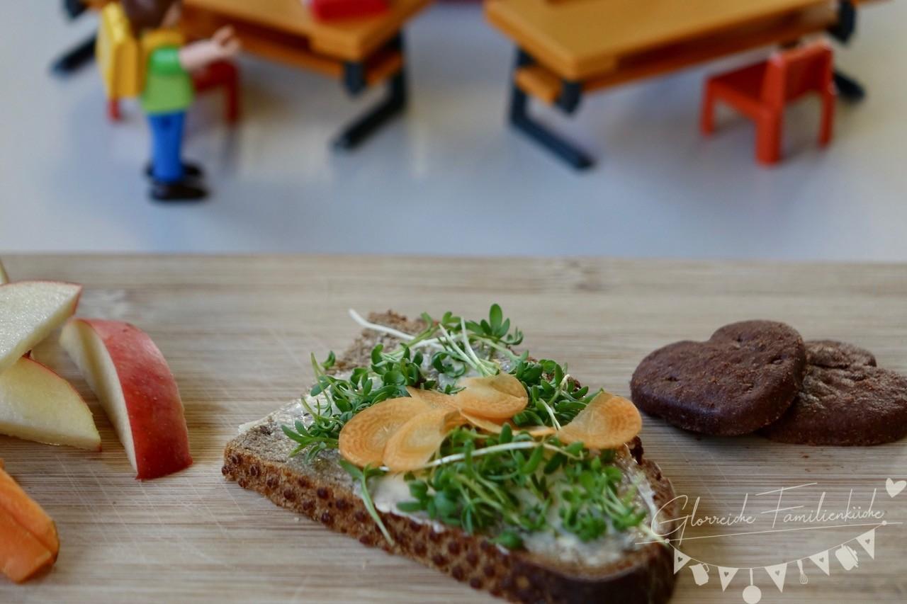 Jause Kressebrot mit Karotten und Obst Glorreiche Familienküche