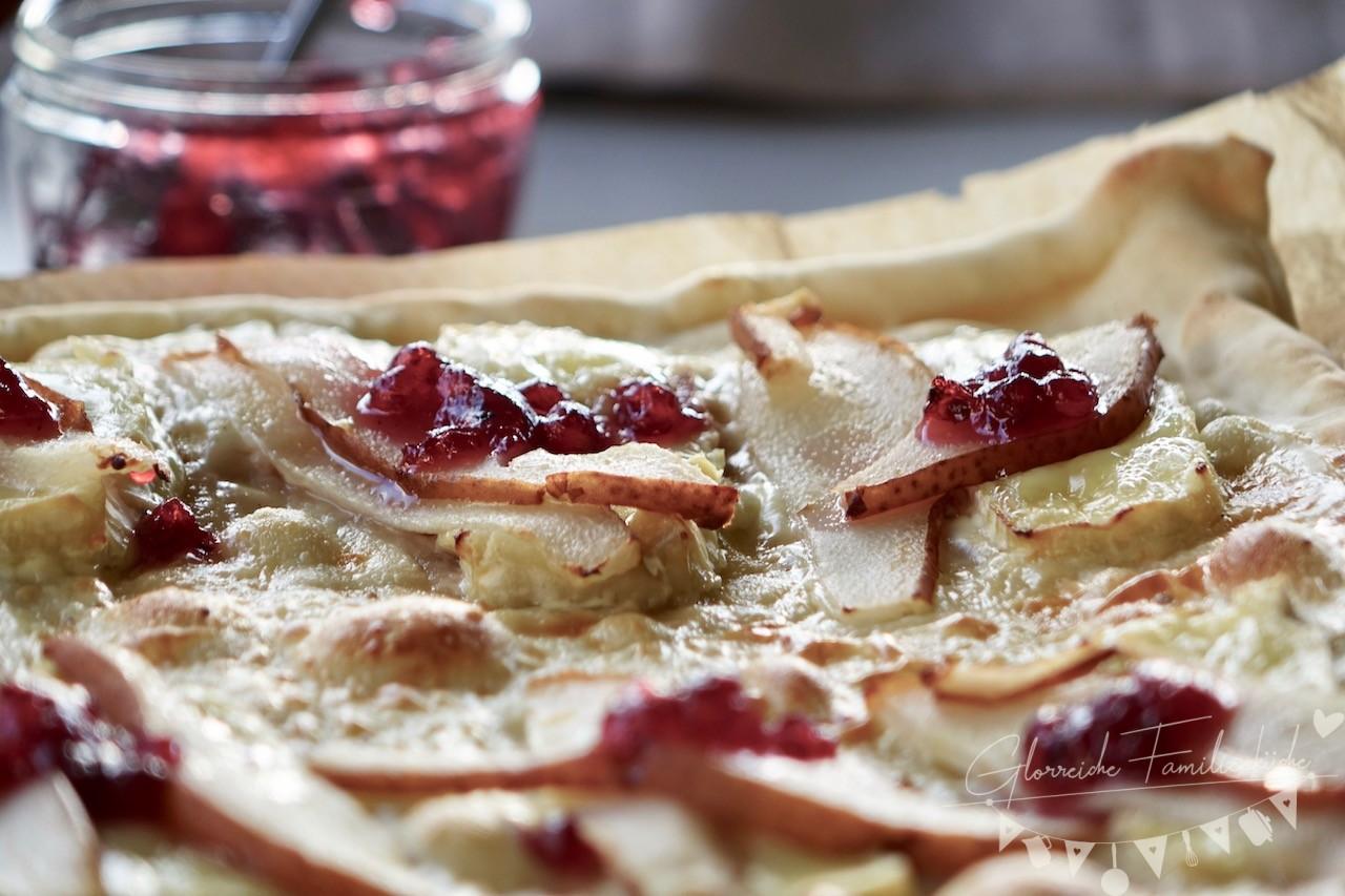 Flammkuchen mit Birnen und Camembert Glorreiche Familienküche