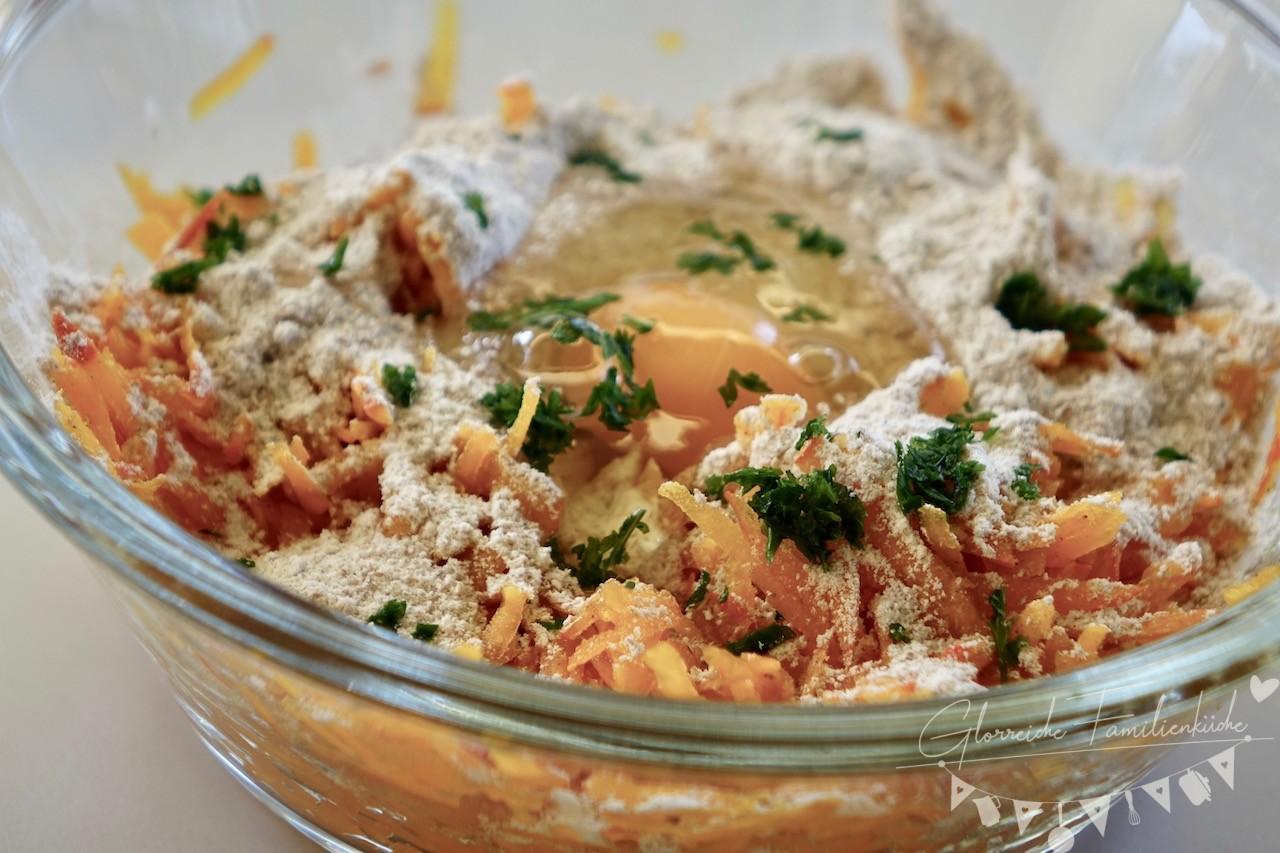 Knusprige Kürbis-Dinkel-Puffer Zubereitung Schritt 2 Glorreiche Familienküche