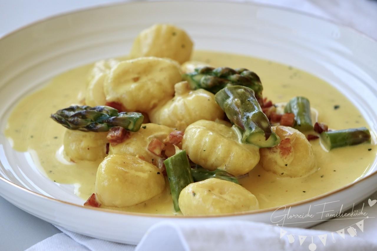 Spargelcarbonara mit Gnocchi