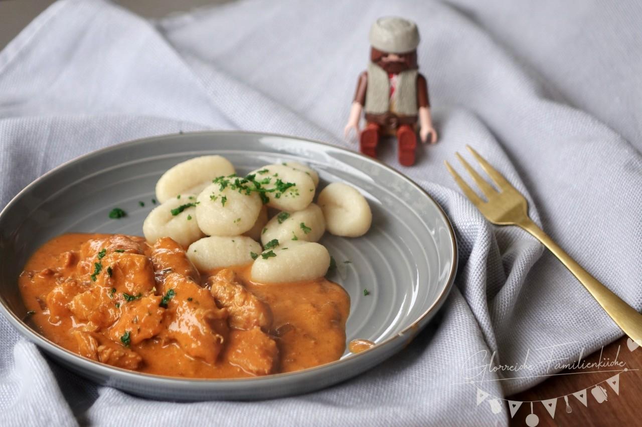 paprika-rahmgeschnetzeltes gericht glorreiche familienkueche
